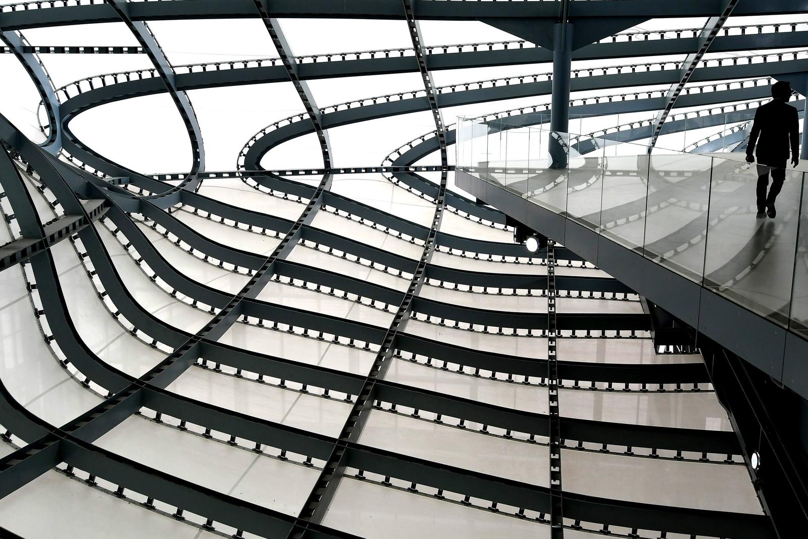 Her ser vi en del av det nye kongress-senteret i Roma kalt La Nuvola (skyen). Det er tegnet av den italienske arkitekten Massimiliano Fuksas.
