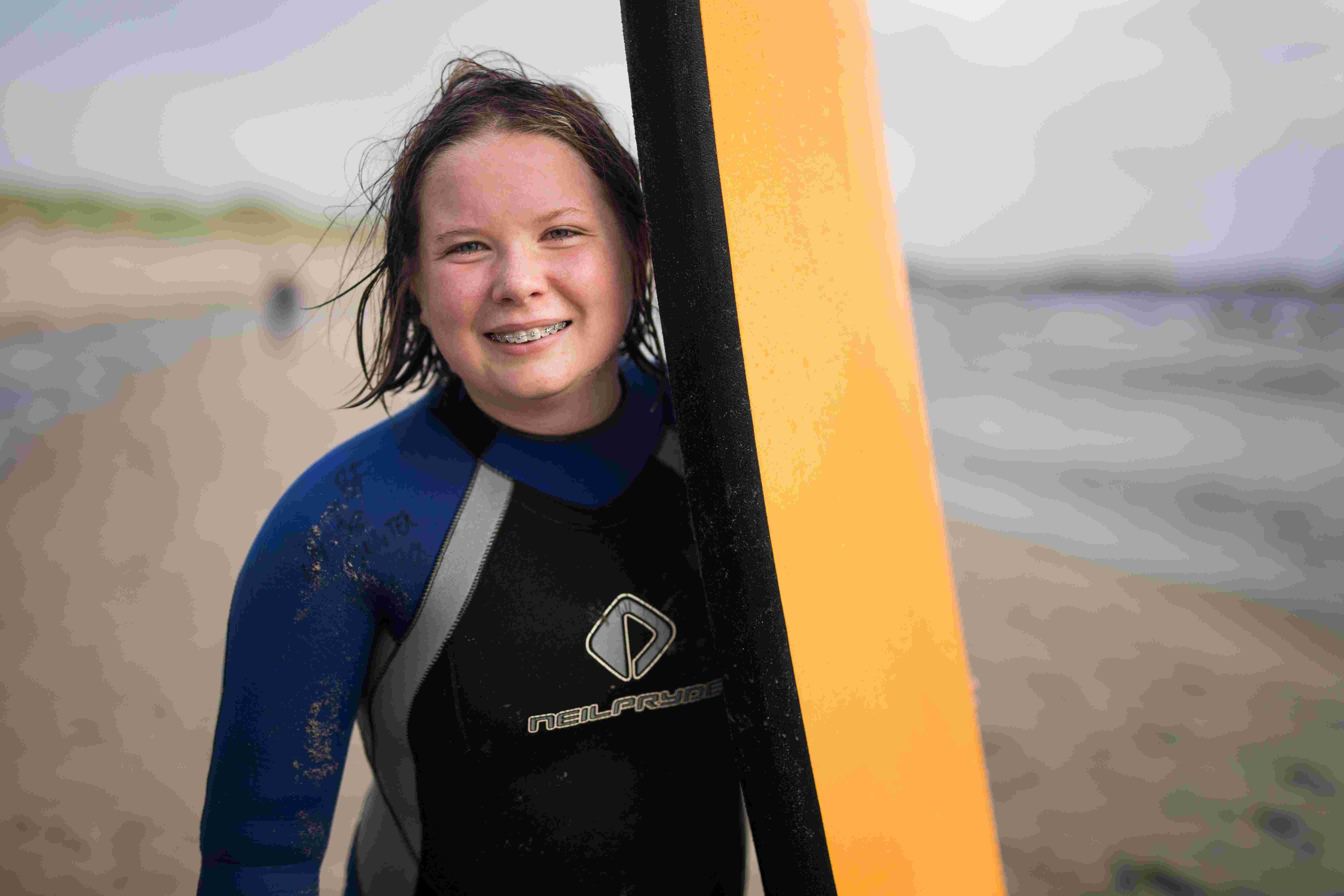 Portrett Camilla med surfebrett