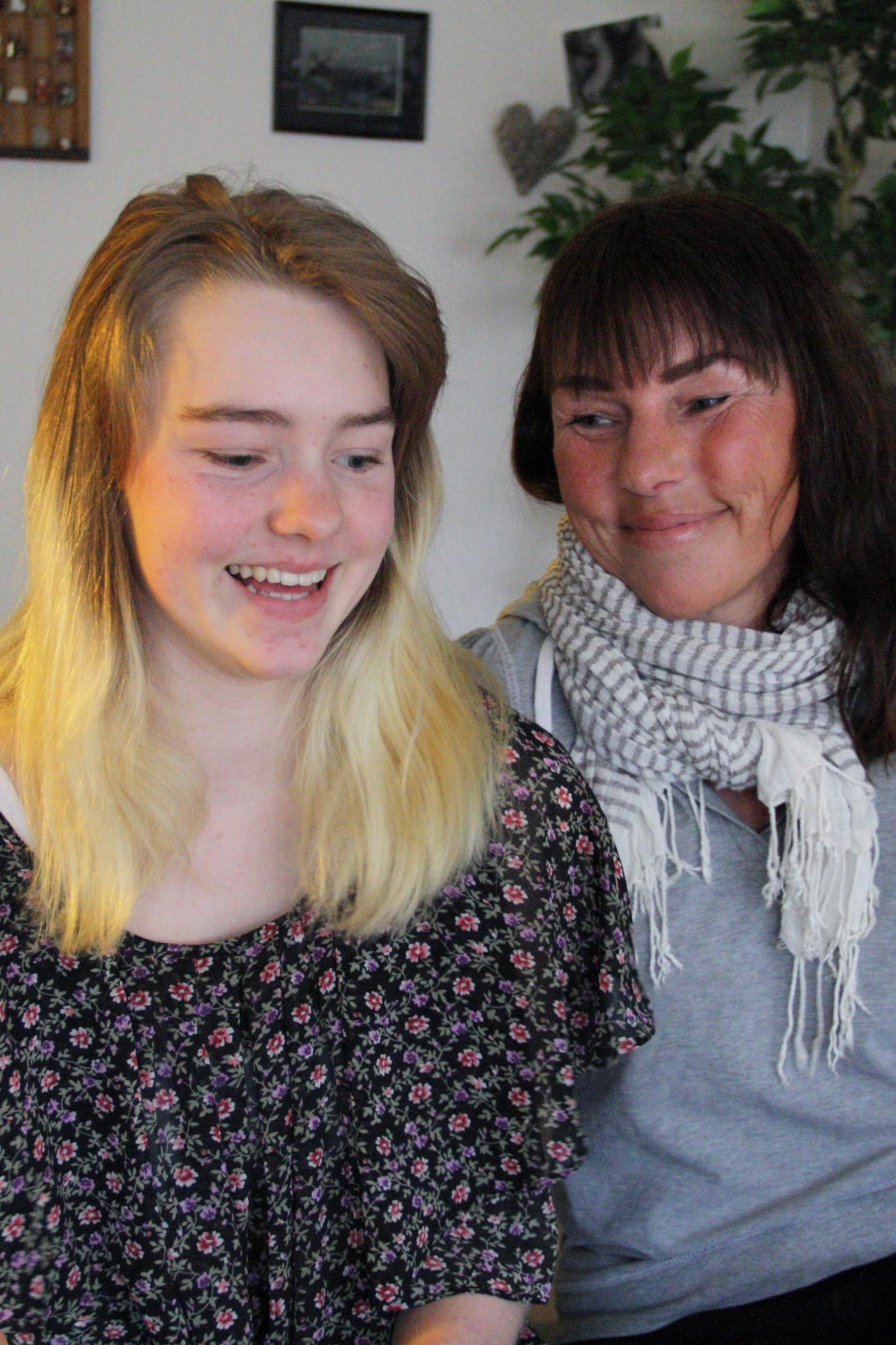 Thea Maria Karlsen og mamma Betty Anne Nielsen har begge konvertert til buddhismen og blitt medlem av den norske sotozen buddhistorden.
