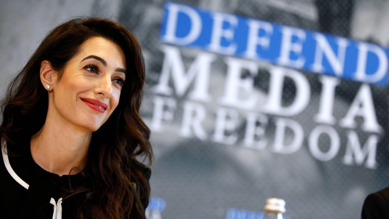 Menneskerettighetsadvokaten Amal Clooney på en pressekonferanse om pressefrihet
