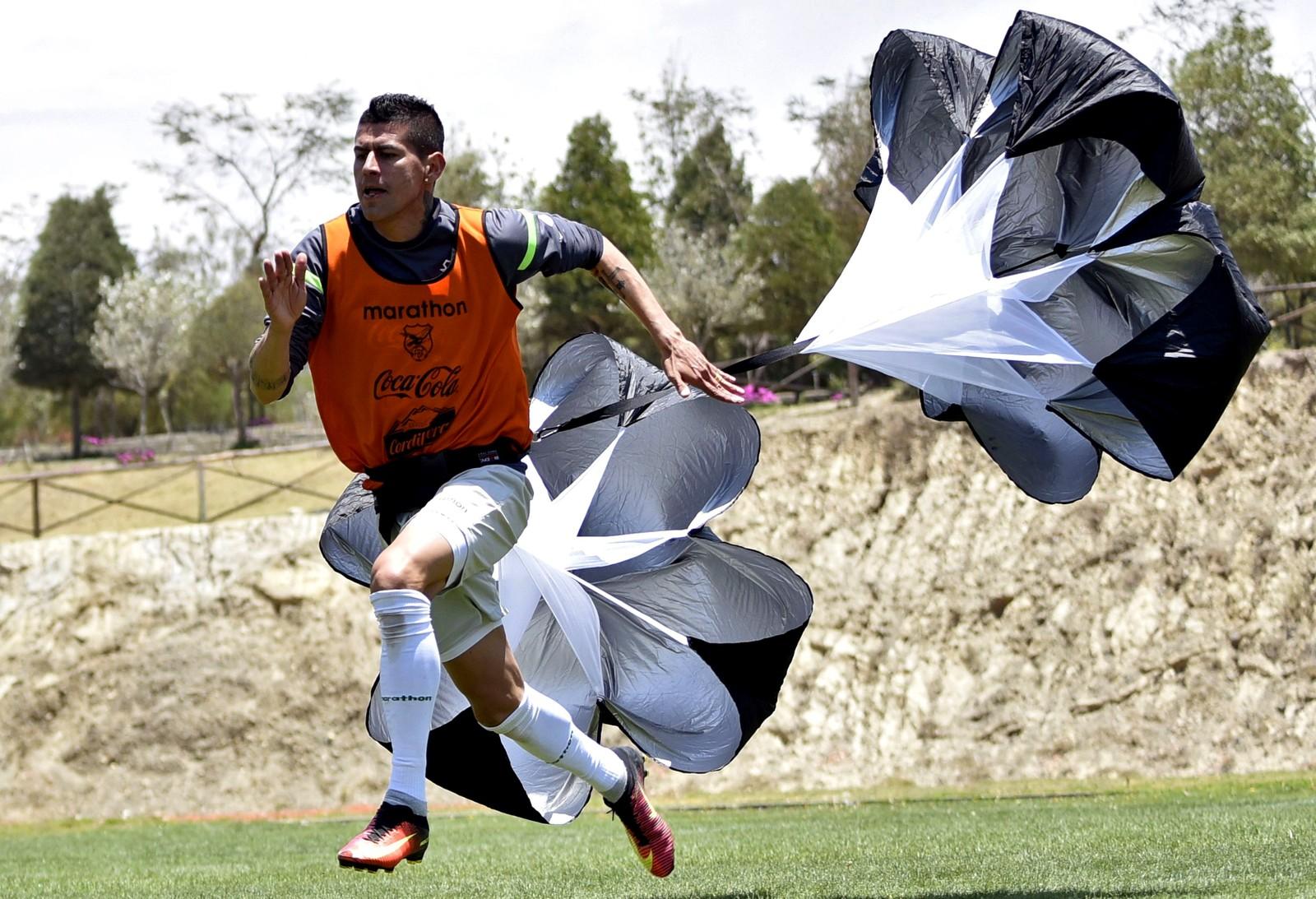 Bolivianske Juan Carlos Arce under en treningsøkt før kampene mot Venezuela og Paraguay.
