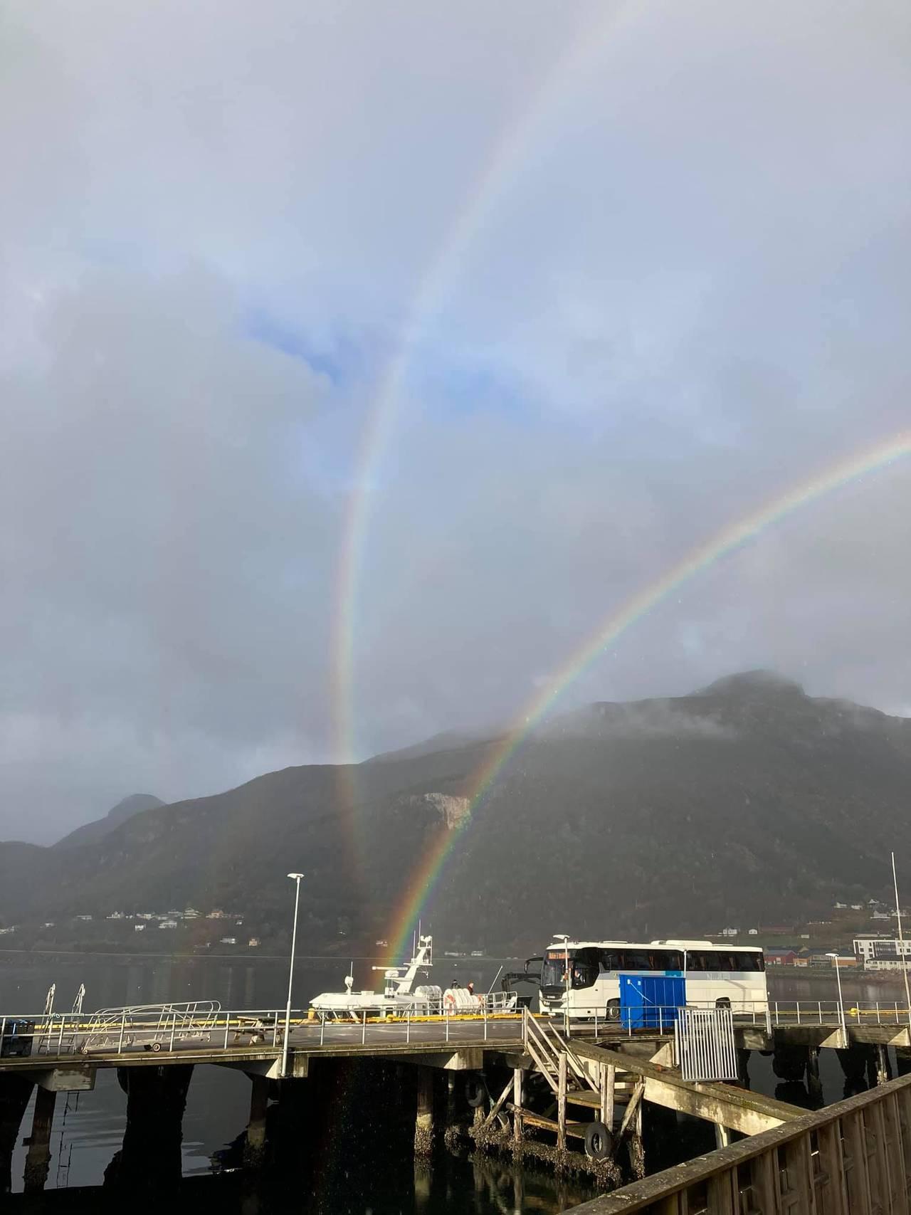 Kryssende regnbuer sett på Ørnes