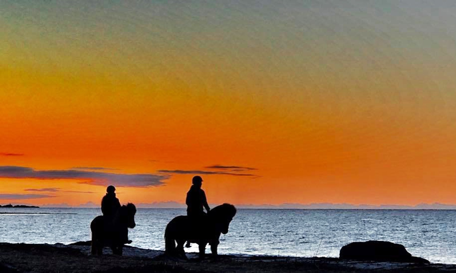 Ryttarar i solnedgangen på Kvalneset, Giske