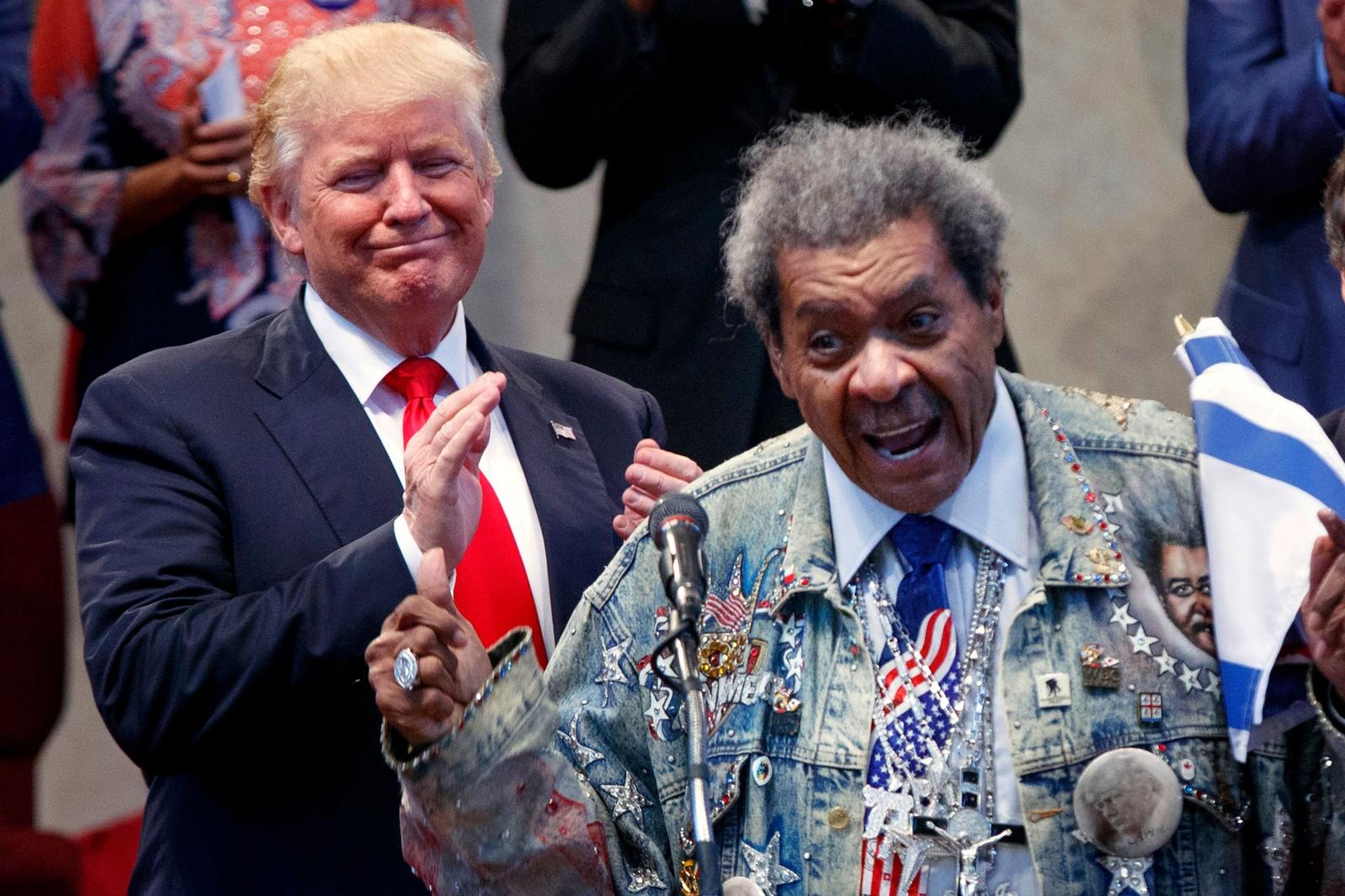 """To karakterer. To """"Donalder"""" To gode venner. Donald Trump trenger å nå ut til afroamerikanske velgere. Da er det kanskje greit å ha Don King på laget. Her like før Trump skal tale i Cleveland i Ohio i USA den 21 september."""