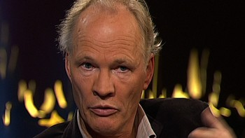Video Bomann-Larsen sår tvil rundt dronning Mauds død