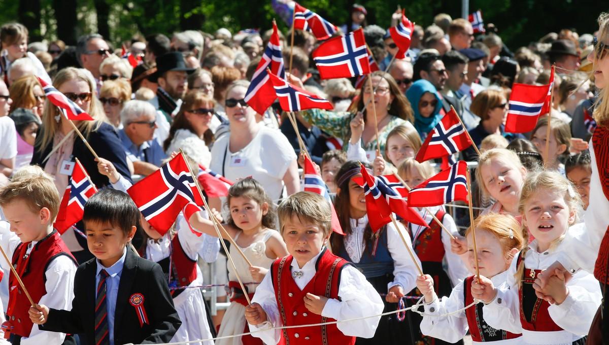 SOL OG VARME: Bergen vert truleg varmast under 17. mai i år. I Oslo var det fint vêr og sol i 2016, då dette biletet vart tatt.