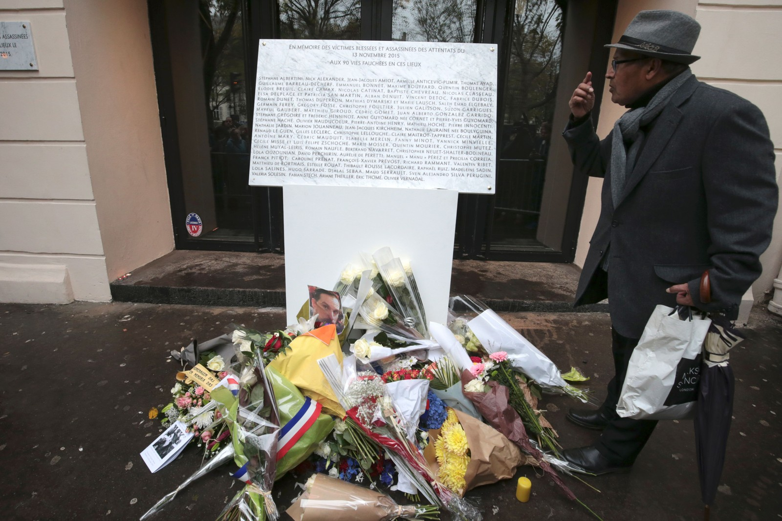 Plaketten med navnene på ofrene for angrepet på Bataclan.