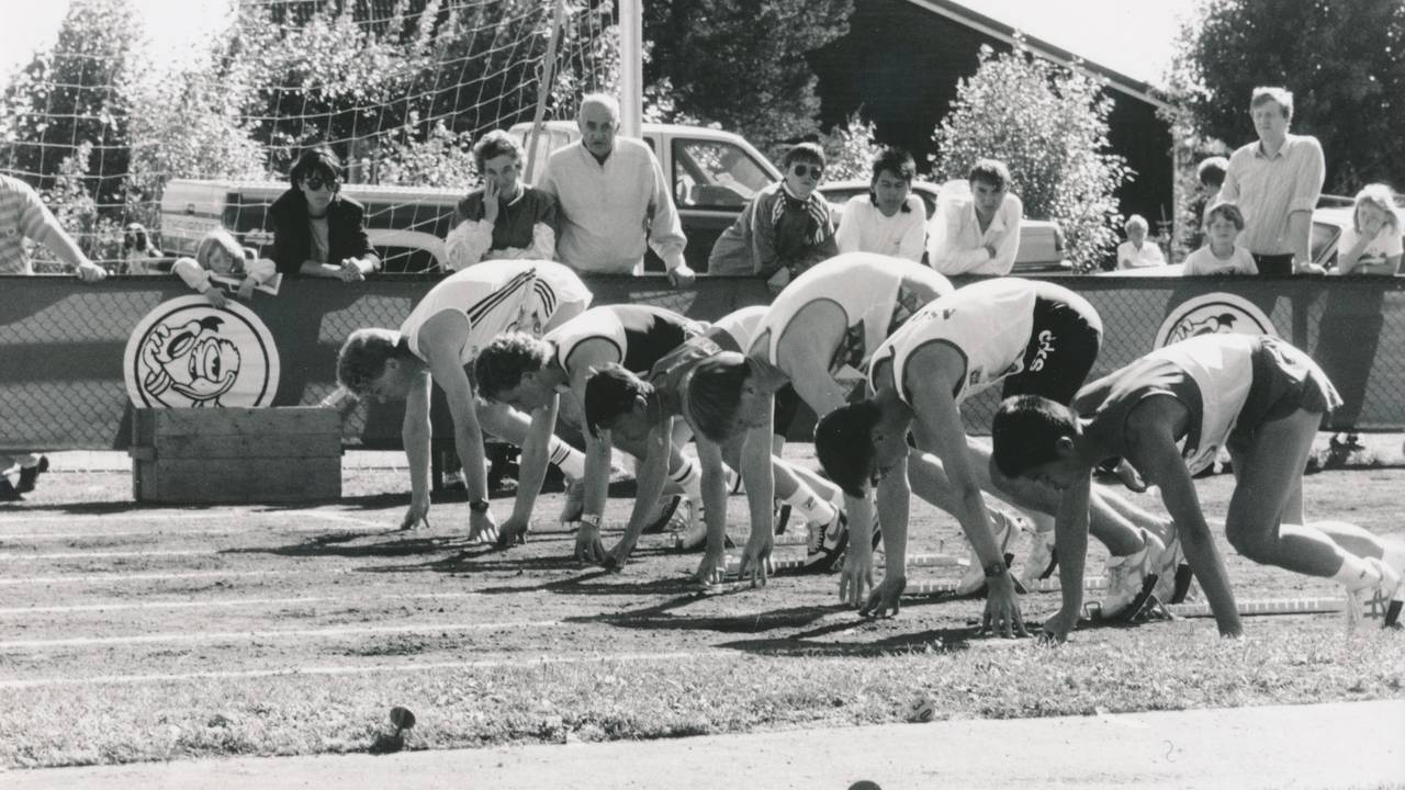 Frode Homb (nr. fire fra venstre) var en av Norges raskeste i sin årsklasse. Han overlevde dødsbrannen på Scandinavian Star.