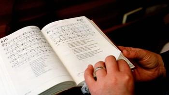 Det nye året er fortsatt nytt, ig det samme kan sies om den nye salmeboka der vi også i kveld er på leting etter Jesus-salmer.