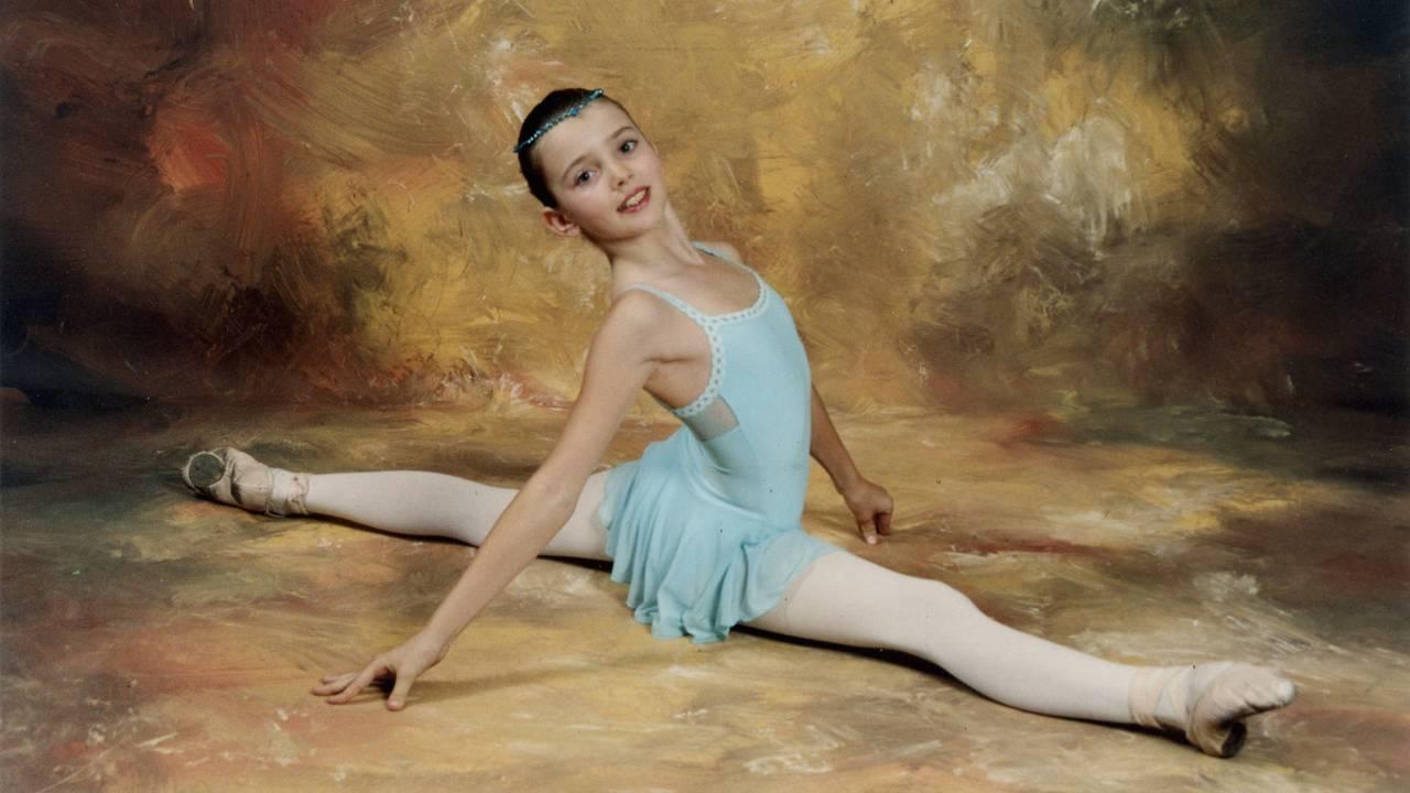 Anais Touret som lita på Ecolde de danse de Rocbaron