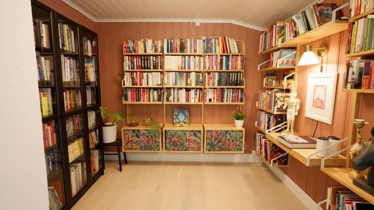 Bibliotek heime hos Camilla Mørstad og familien.