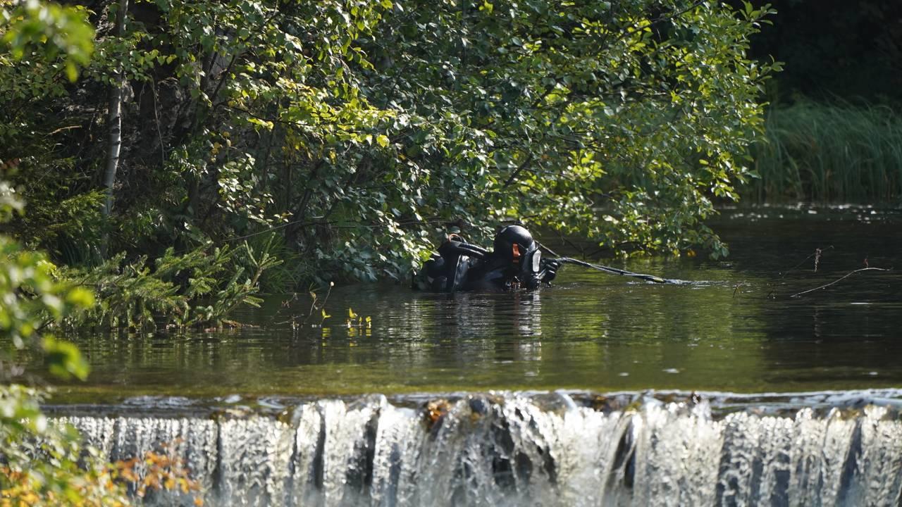 Død person Lillehammer. Dykkere gjennomsøker  vannbassenget ved kraftstasjonen.