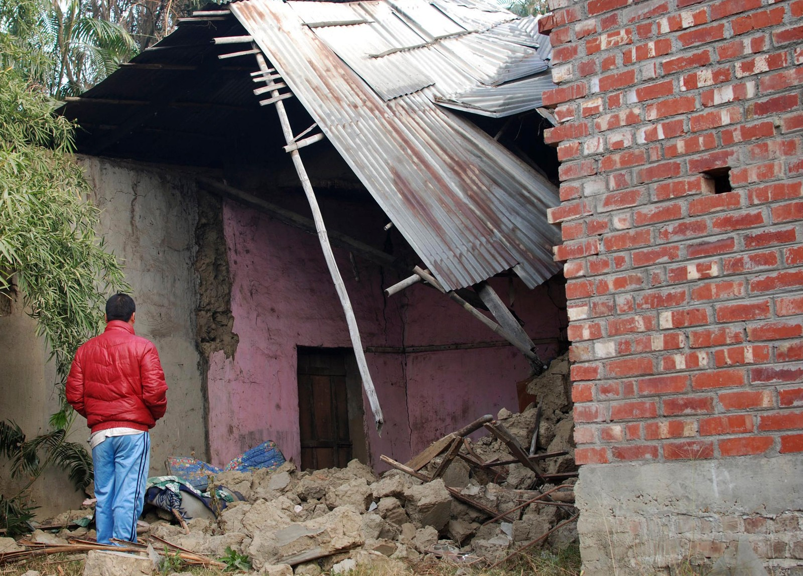 Mange av innbyggjarane i Imphal har mista heimane sine.