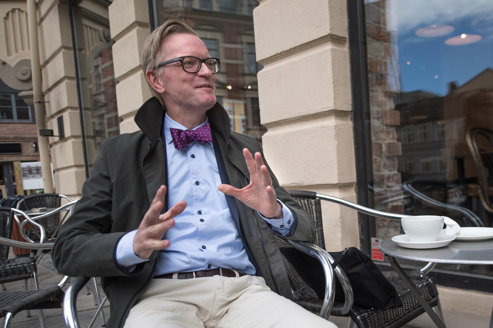 - Kanelbullen, det er jo Sveriges vaffel! Thomas Tybell er professor ved NTNU, og skal forelese for Fredrikstad Pensjonistakademi senere i dag. Men først litt kaffe, kos og kanelbolle!