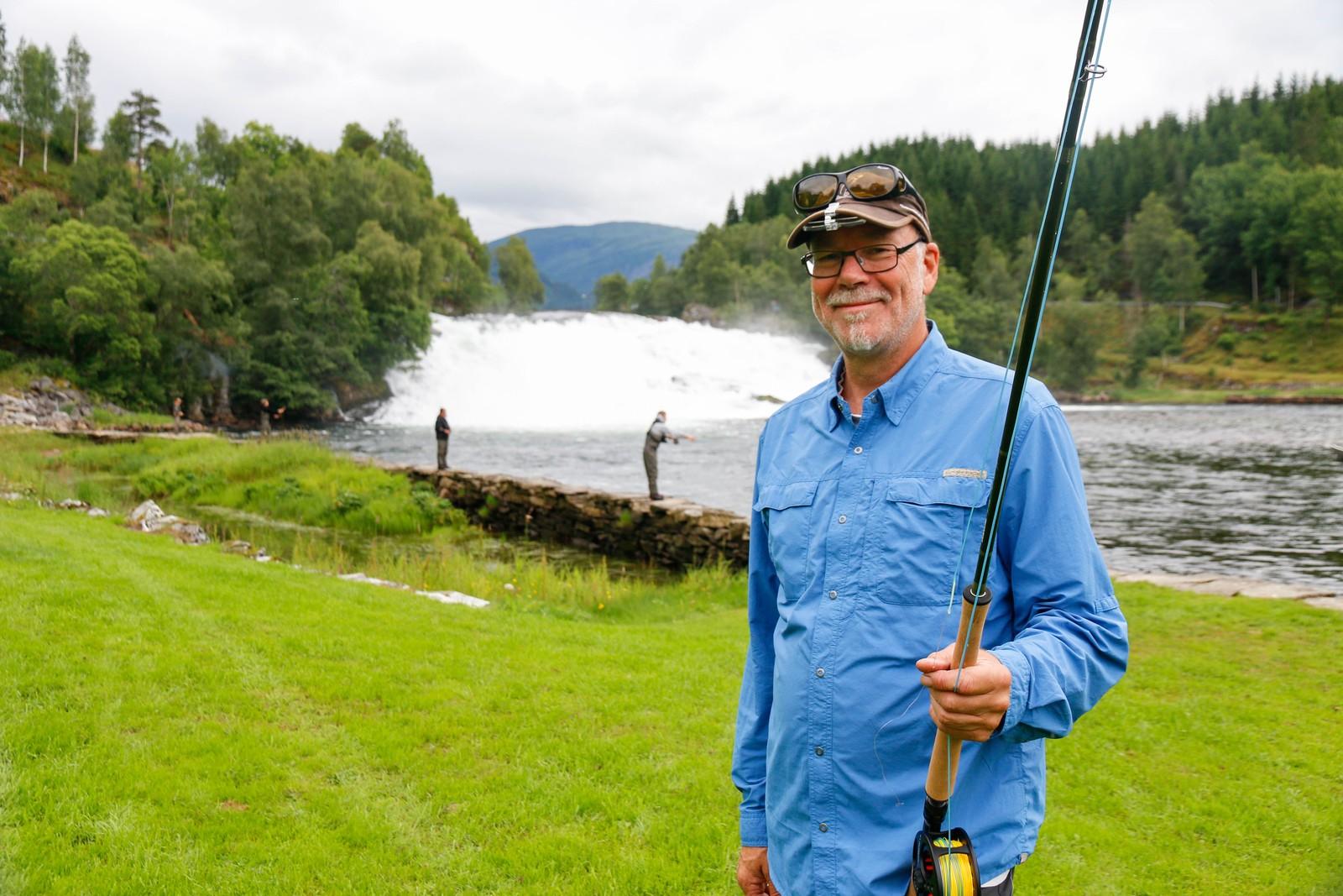 Steinar Paulsen, sportsfiskekonsulent i Norges Jeger og Fiskeforbund, legg alt til rette for at ungdomane skal få ei god fiskeoppleving.