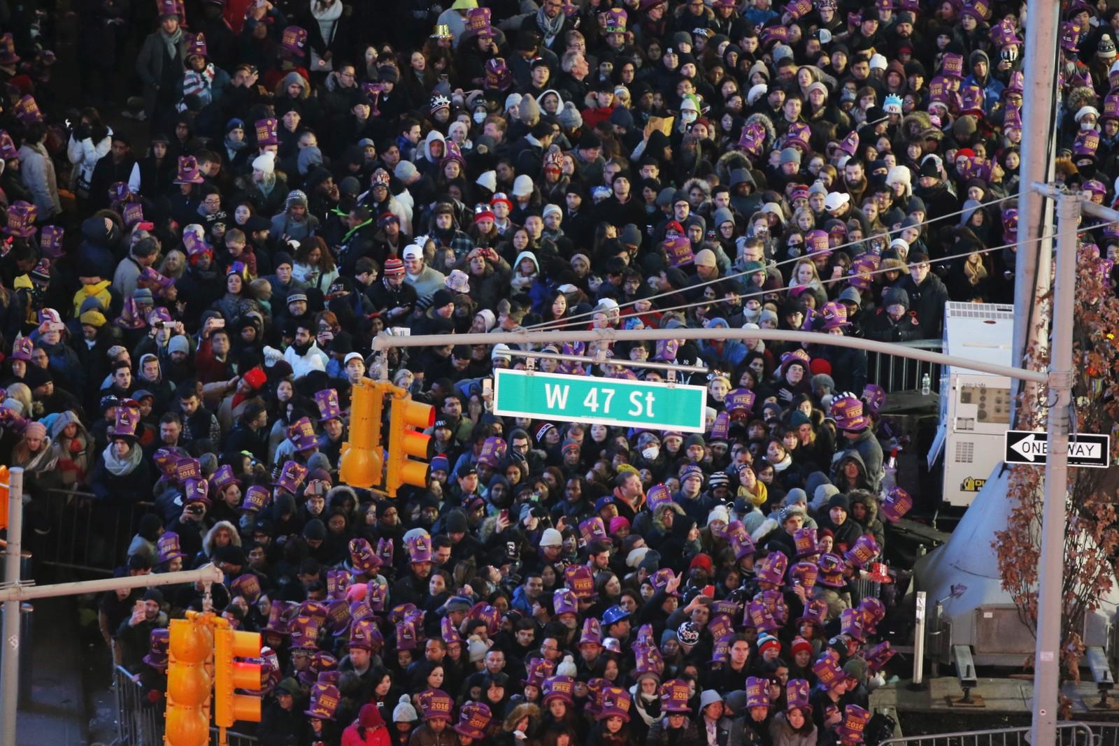 Tett om plassen på Times Square i New York under nyttårsfeiringen.