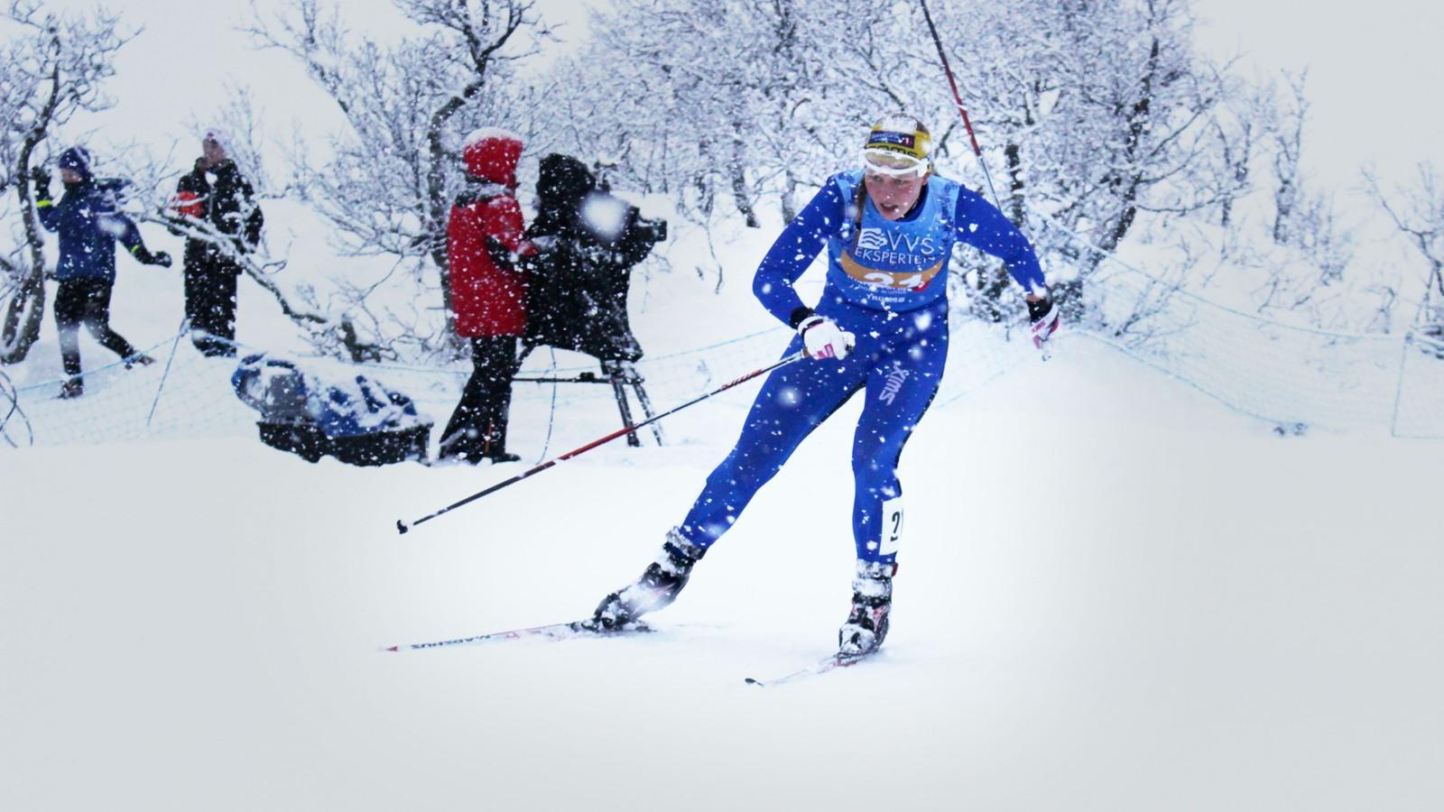 Marit Robertsen gikk sisteetappen for Kvaløysletta skilag under stafetten i NM på ski på Kvaløya i Tromsø. Det holdt nesten til bronsemedalje.
