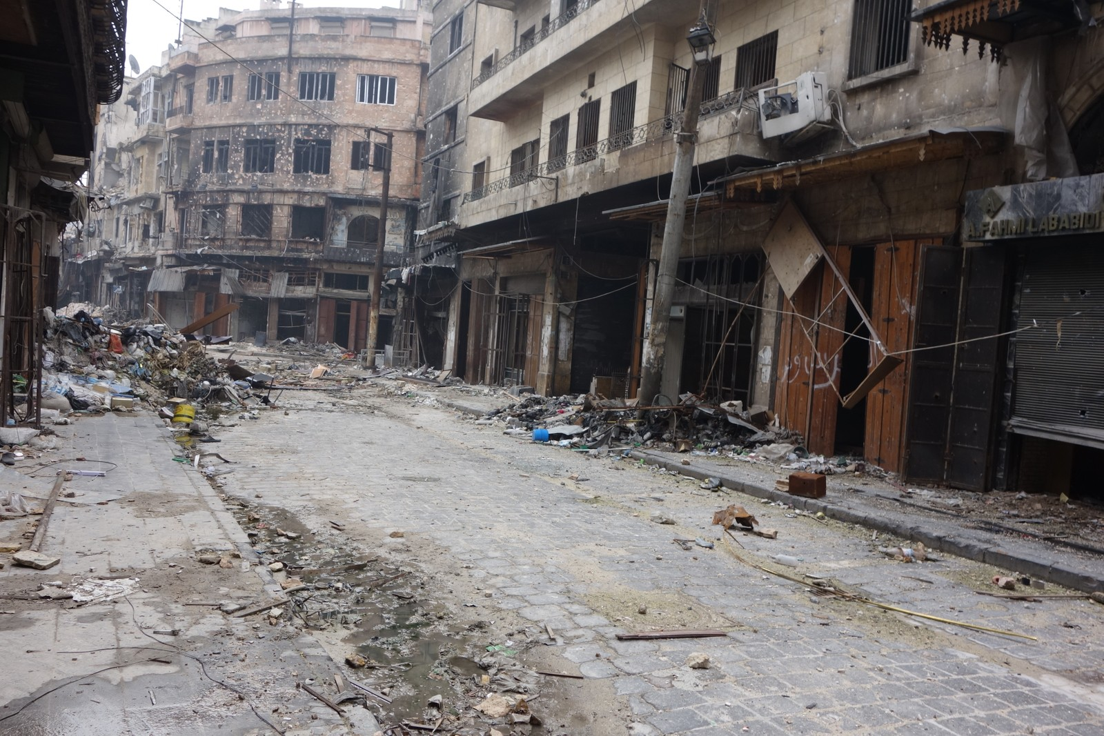 Hele byen er skutt og bombet i filler.