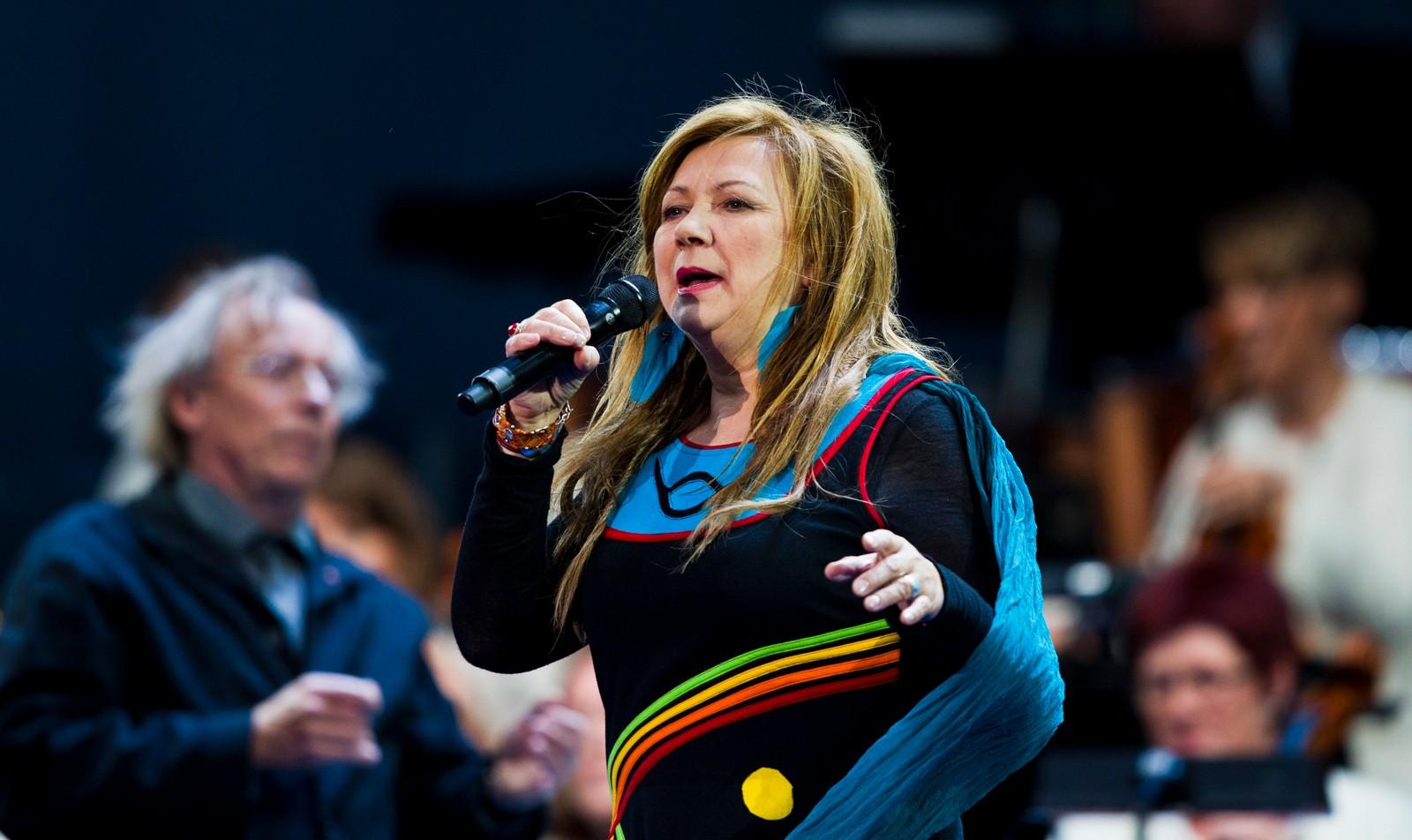 Mari Boine var en av artistene som opptrådde på minnekonserten på Rådhusplassen i Oslo 22. juli 2012, ett år etter terrorangrepene i Regjeringskvartalet og på Utøya 22. juli 2011.