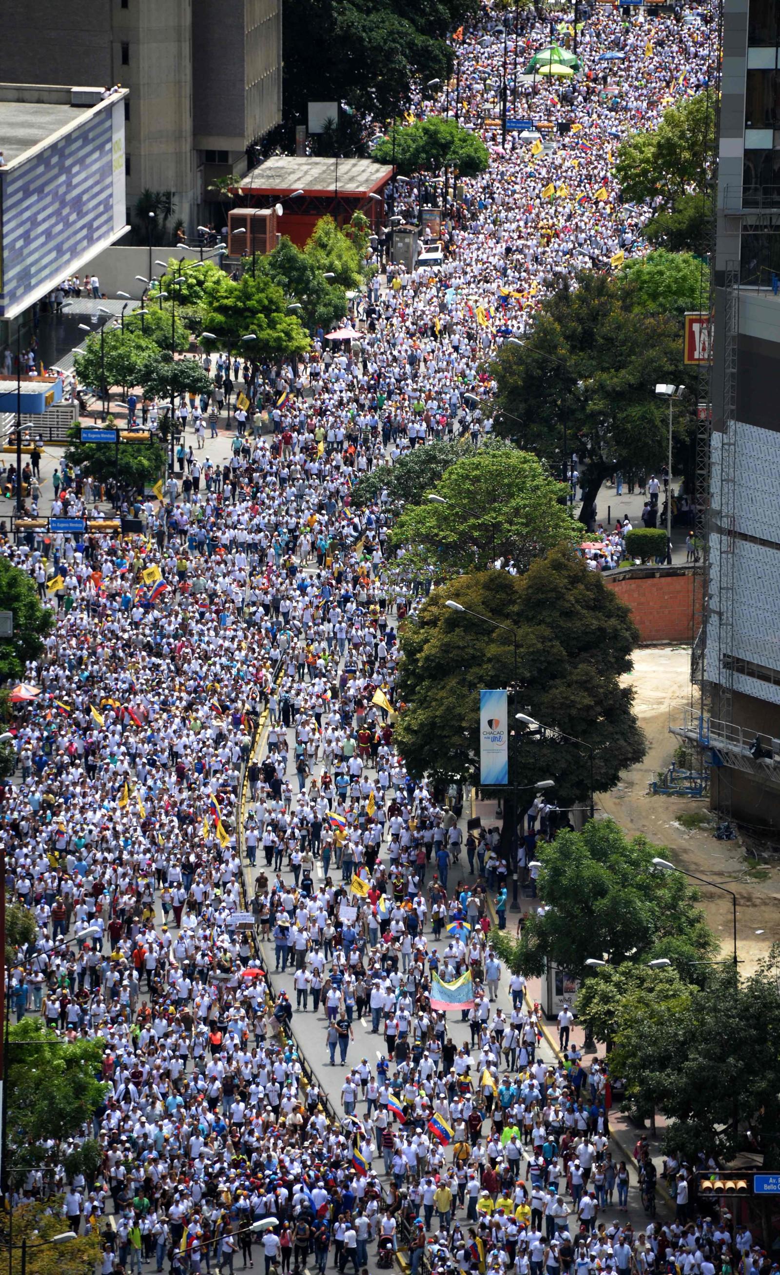 Demonstrantene marsjerte gjennom gatene.