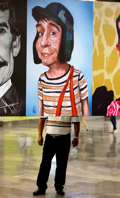 Utstilling til ære for den meksikanske multikunstneren Roberto Gómez Bolaños, mest kjent som Chespirito. Mange mener han er den mest viktige spansktalende humoristen noensinne. Chespirito døde i 2014. Han ble 85 år gammel. .