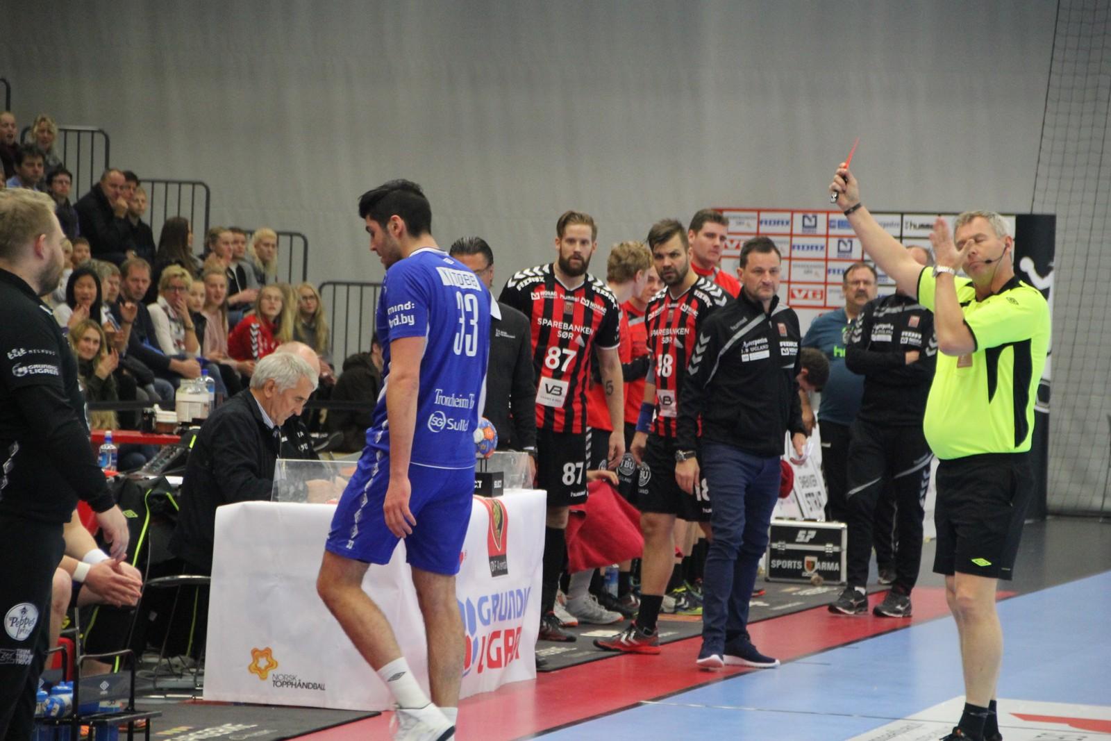 Kolstad-spelar Mishels Liaba fekk det raude kortet før fem minutt var spelt.
