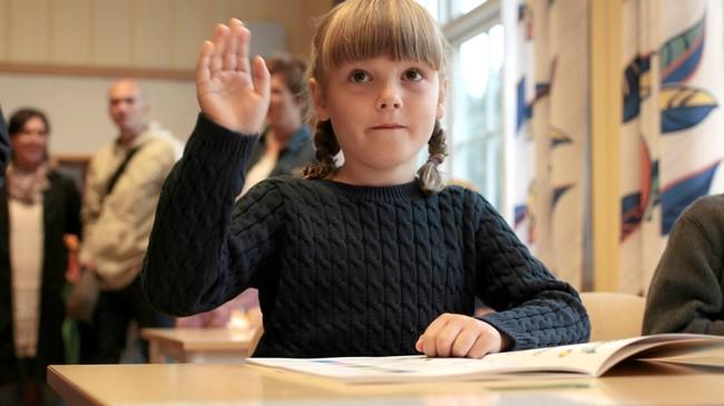 Prinsesse Ingrid Alexandra er allerede klar for 2. klasse, og lillebror, prins Sverre Magnus, begynner i 1.klasse på Jansløkka skole i Asker, rett utenfor Oslo.