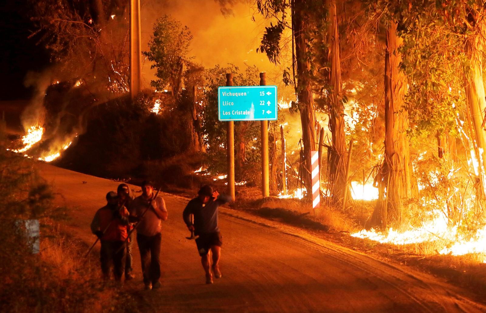 Brann i nærheten av byen Hualane.