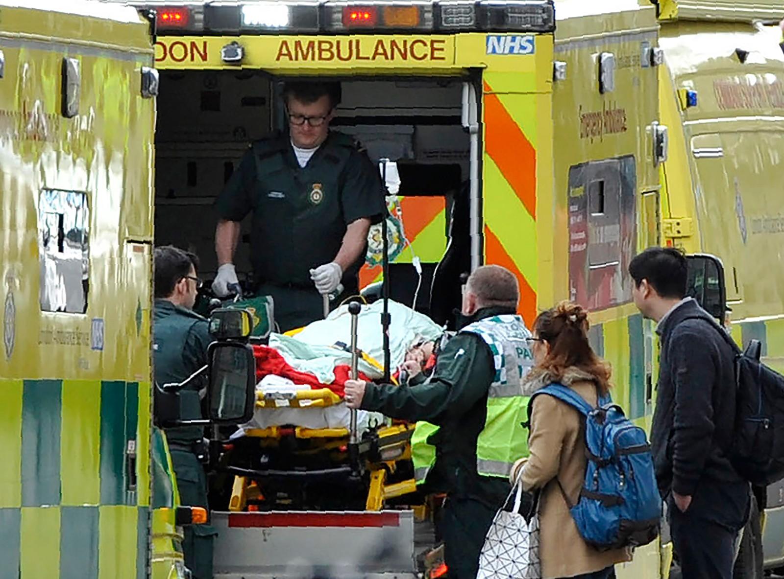 Et offer får medisinsk hjelp.