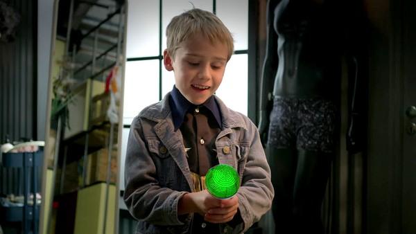 En flyvende mikrofon kommer til byen og bare Noah skjønner hva den vil.