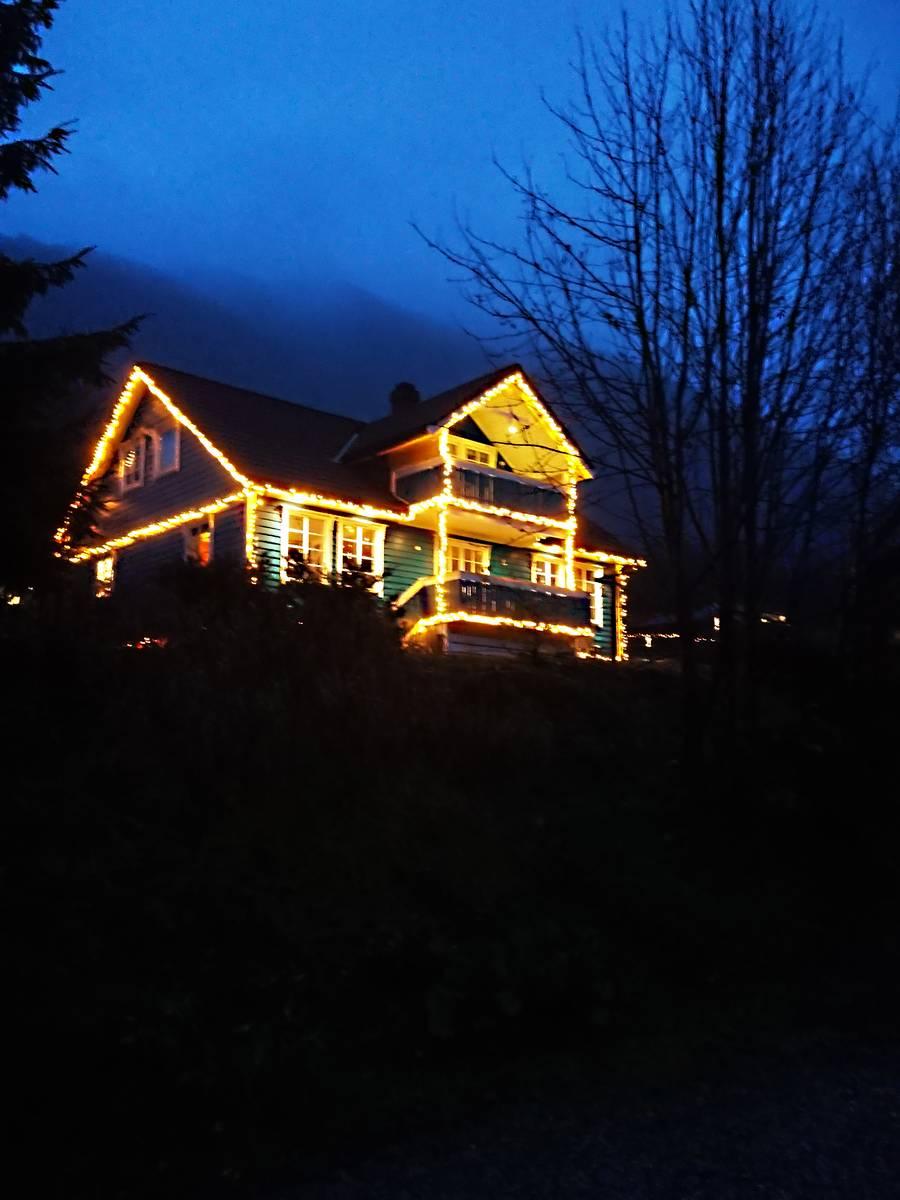 Julepyntet hus på Vassenden i Jølster