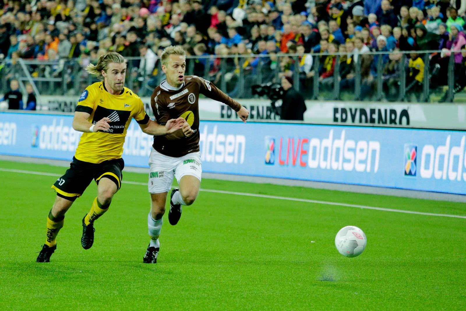 Gudmundur Kristjánsson og Mjøndalens Mads Hansen i duell.