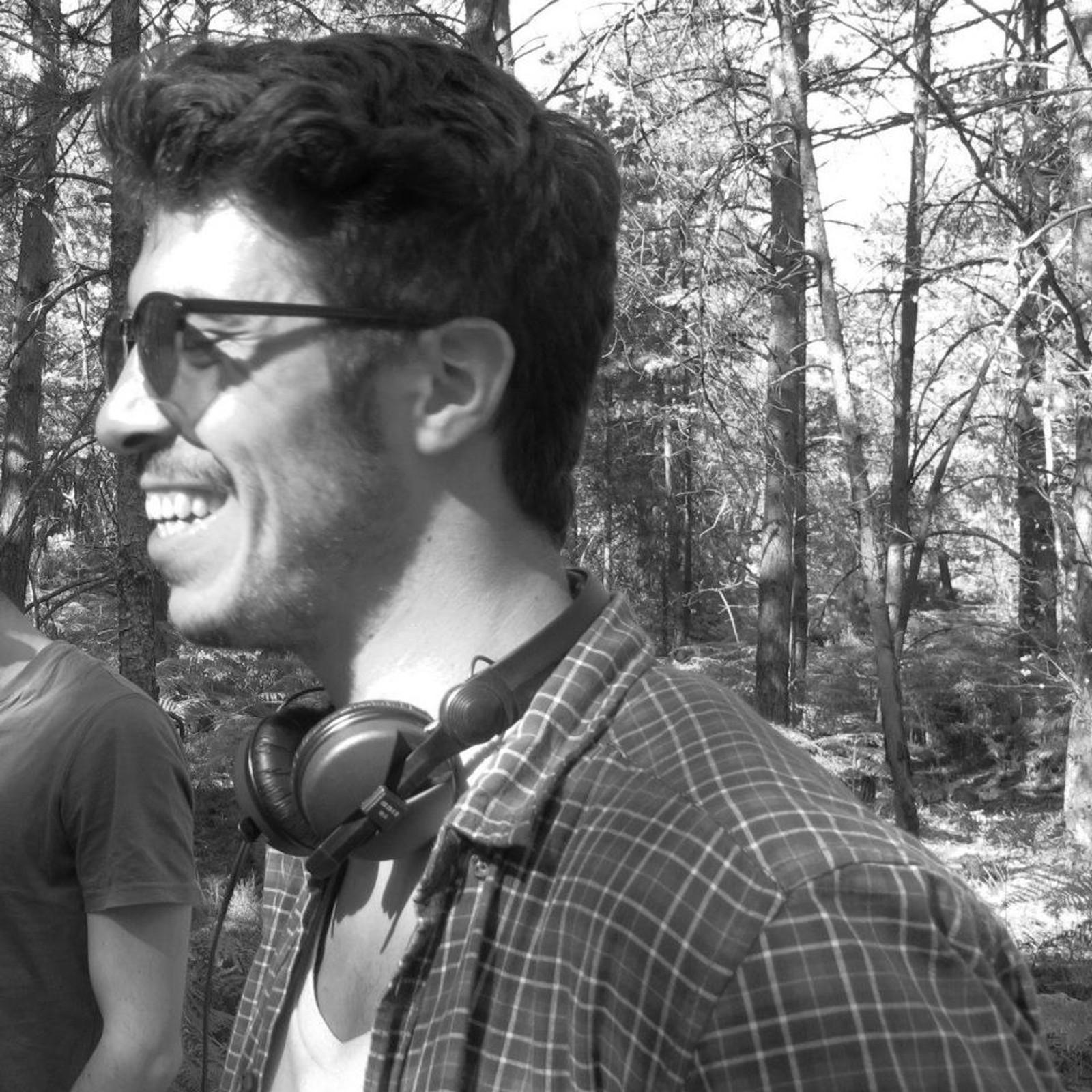 DREPT: Franske Maxime Bouffard (26) jobbet som filmskaper i Paris. Etter angrepene mot Charlie Hedbo i januar gikk han i demonstrasjonstog mot terror. Maxime døde på Bataclan.
