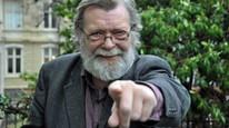 Frank Aarebrot stunter 200 års norgeshistorie op 200 minutter