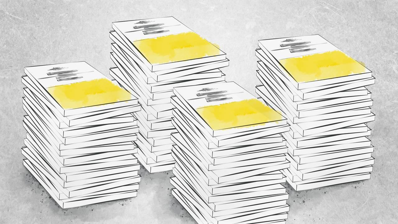 En illustrasjon av masse tykke dokumenter som ligger stablet oppå hverandre. Dokumentene illustrerer fire norske statsbudsjetter.