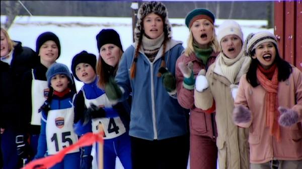 Stafetten.       Det er duket for årets skistafett mellom Svingen og Sletta. Marvin heier på Svingenbarna og bestemmer seg for å hjelpe dem og vinne.