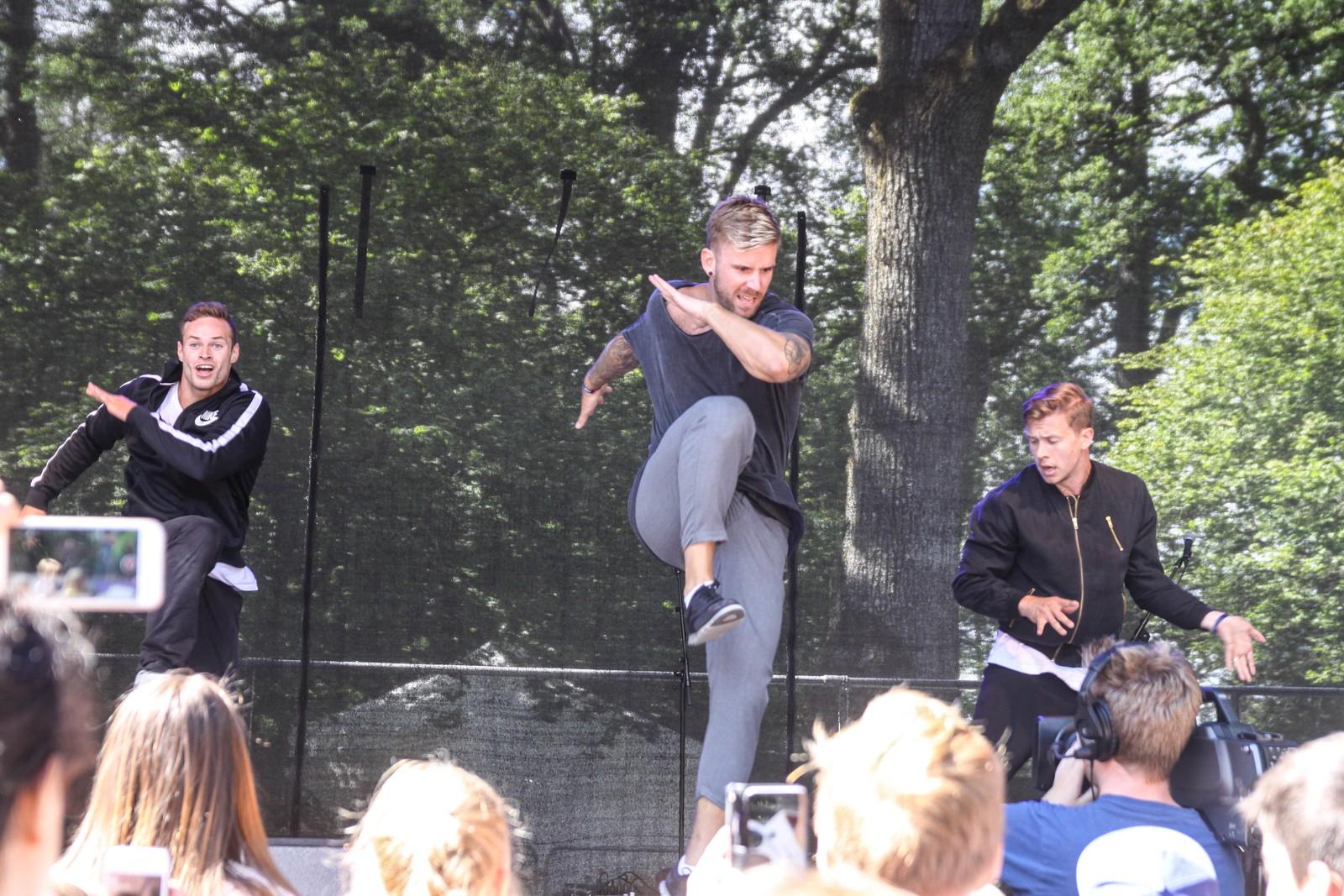 Stian Blipp danset på scena.