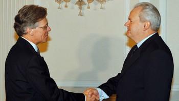 Knut Vollebæk møter Slobodan Milosevic 11. januar 1999