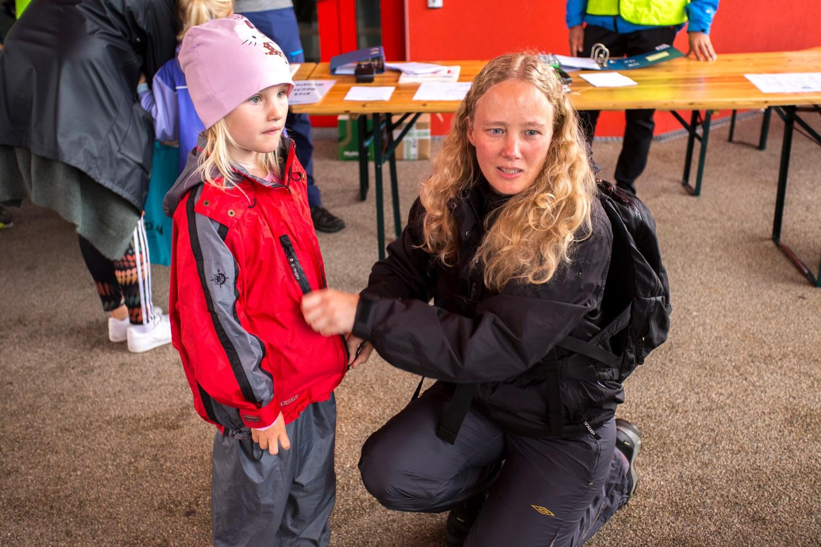 Mamma Lillian Norvik og Mia (5) er klare for å gå Førde Opp for andre år på rad.