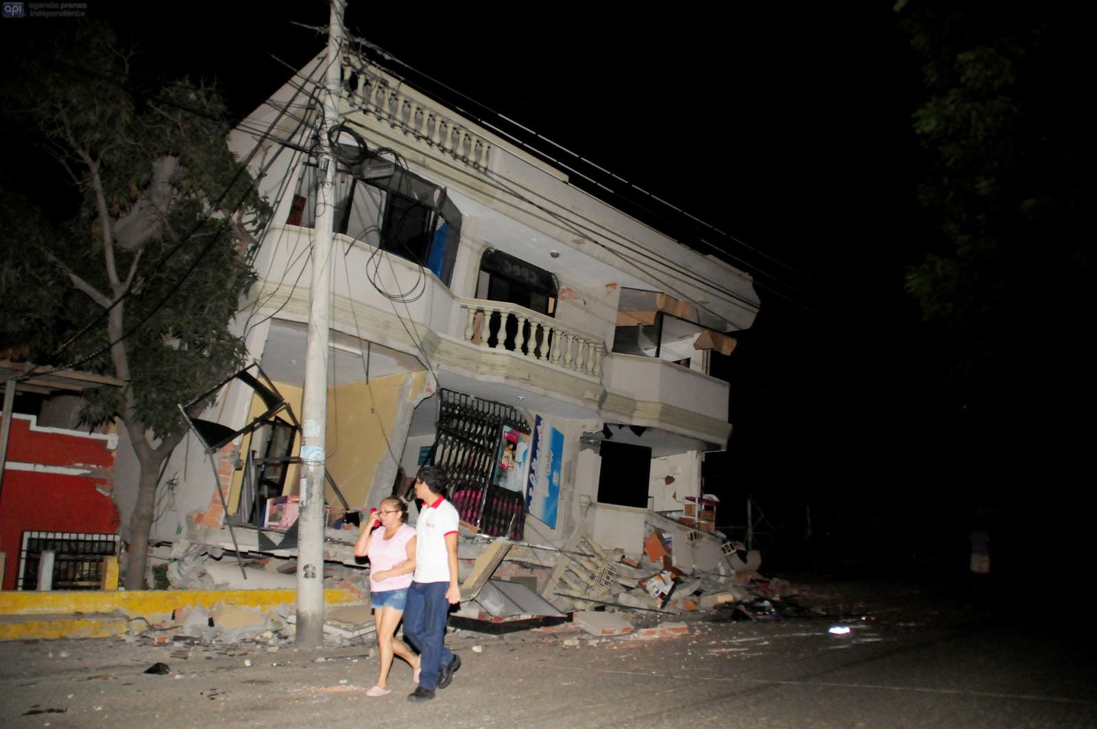 Guayaquil, Ecuadors største by, fikk store skader etter skjelvet.