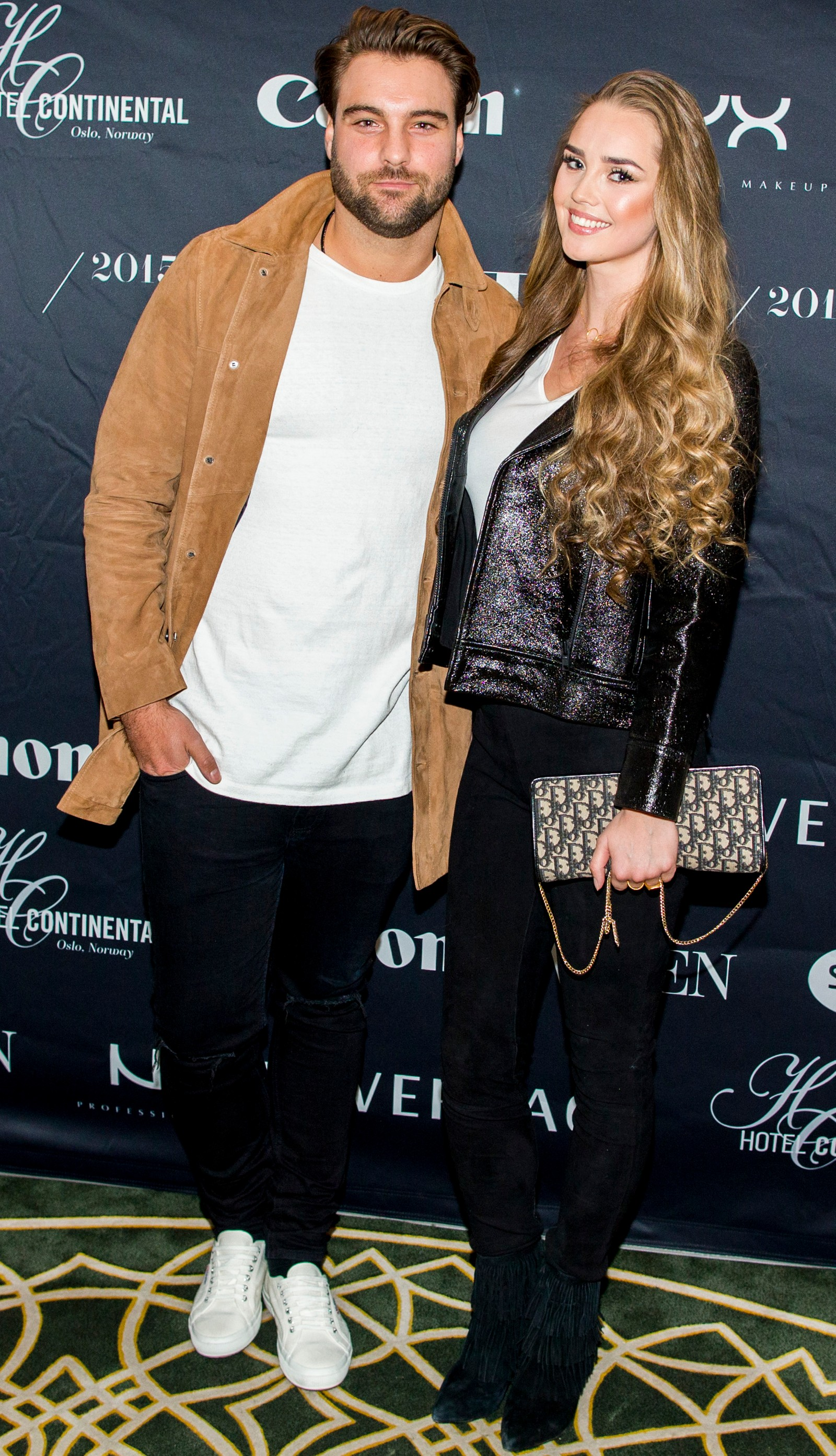 Martin Bjercke og Alexandra Backstrøm ankommer Vixen Blog Awards 2015 på Hotel Continental i Oslo fredag kveld.