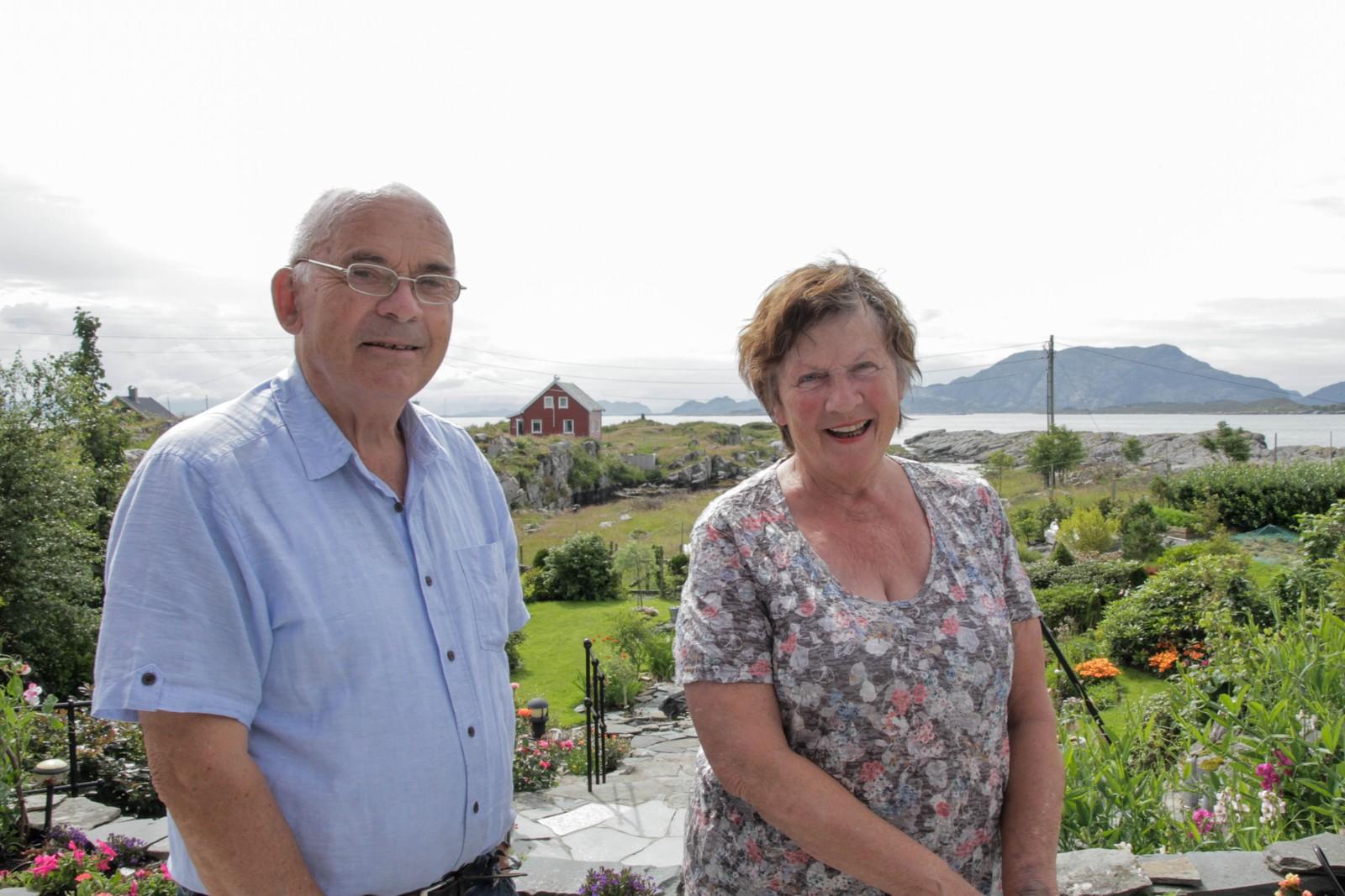 Paret deler mykje av hagen sin gjennom facebook, og gler seg over å få vise den fram.