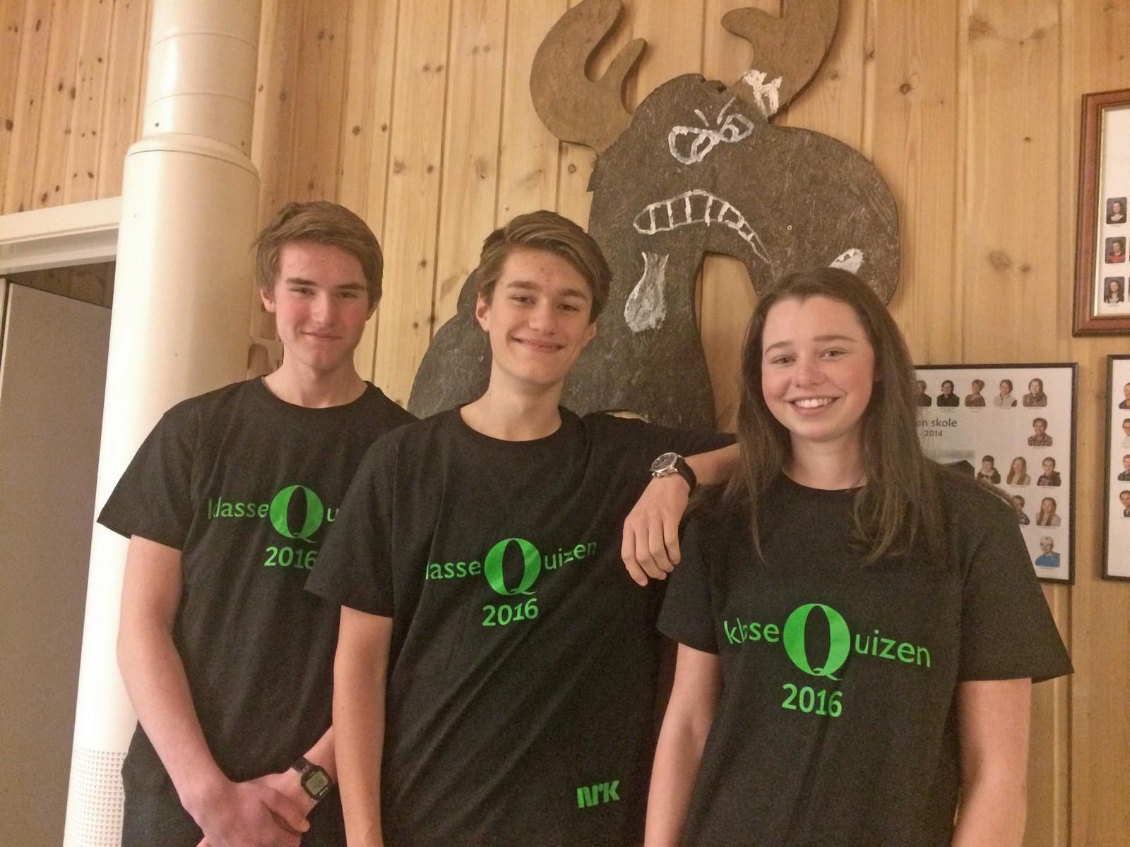 Egil Nytrøen, Ola Bakkom og Marit Stenersen fra Fagertun skole i Rendalen fikk ti rette i Klassequizen.