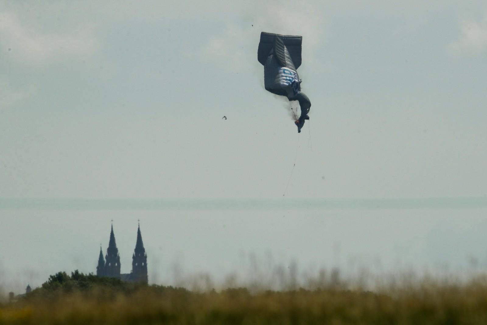 """""""Lufta"""" gikk ut av dette luftskipet under golfturneringen US Open denne uka. Luftskipet viste reklame på himmelen over """"green-en"""" da ulykka skjedde. Piloten skal ha kommet fra hendelsen uten skader."""
