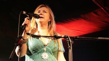 Mari Boine på scenen i Cape Town
