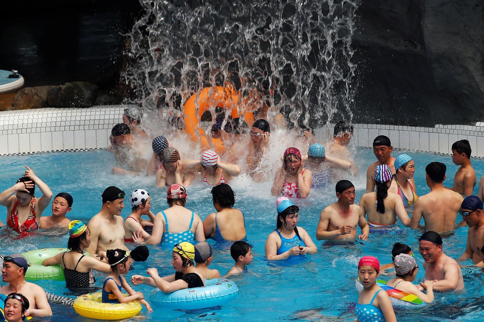 Badelandet Munsu i Pyongyang var fullt for anledningen.