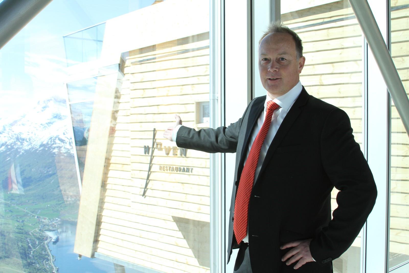 LEIAR: Jarle Grov er sjef på restauranten på toppen av Loen skylift.