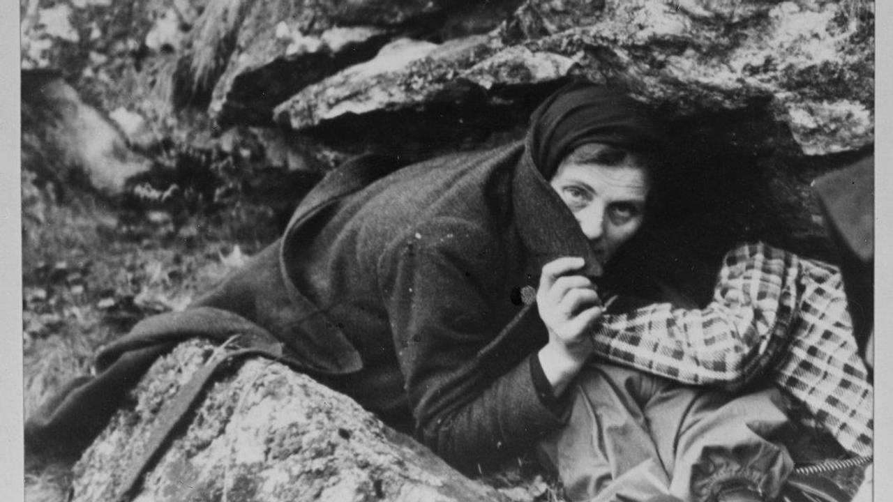 Sivile søker ly under bombeangrep i Narvik