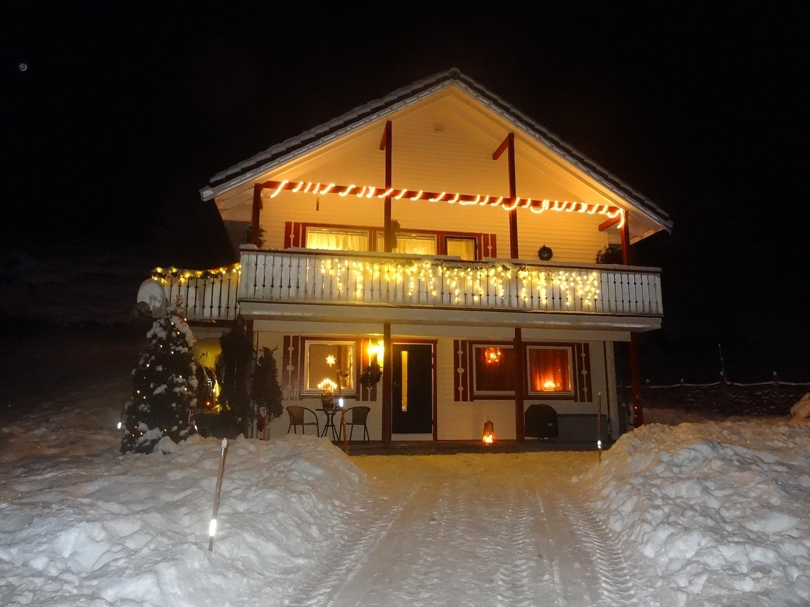 Julepynta hus i Viksdalen