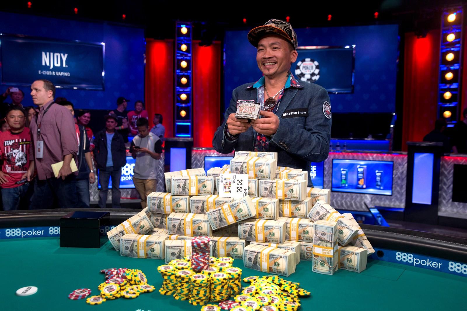 Ler hele veien til banken. Qui Nguyen har nettopp slått Gordon Vayo i poker i Las Vegas. Han vant over 65 millioner kroner.